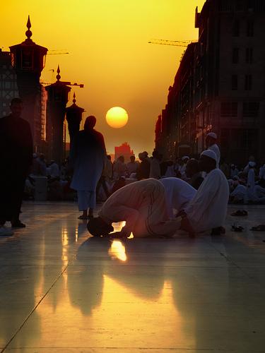 Algunas 'ayats' sobre el Salat (oración) en el Corán