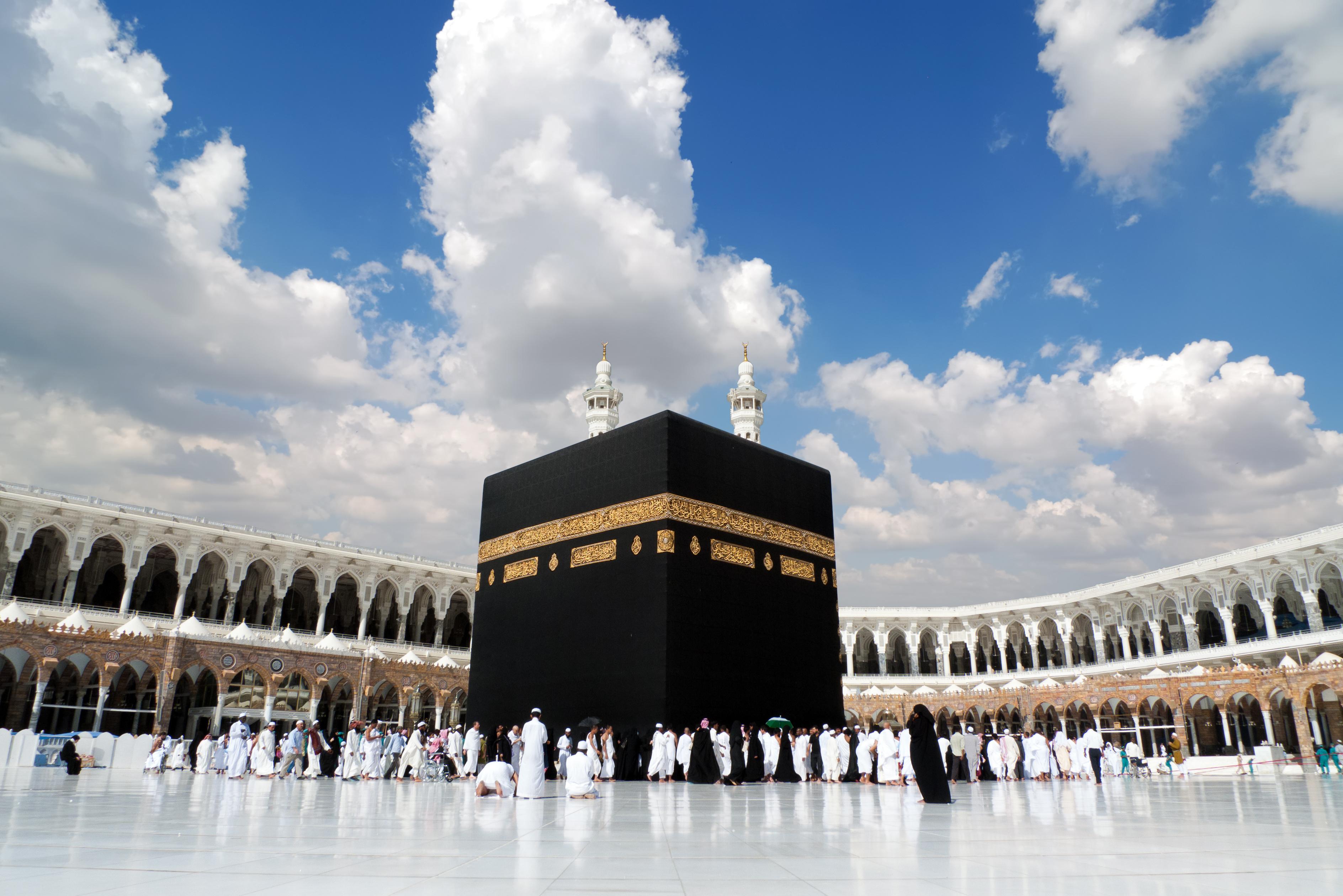 La Kaaba es importante por su historia y relevancia, pero no se la adora de ninguna manera