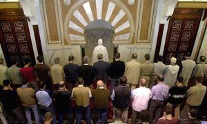 Las costumbres que no tienen significado religioso no hay problema en seguirlas