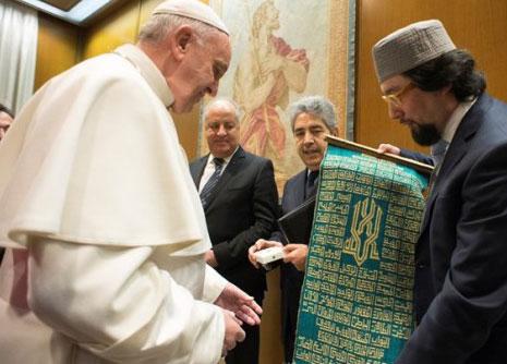 Estas permitido felicitar e intercambiar regalos con los no musulmanes en sus fiestas