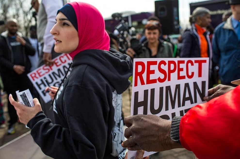 Linda Sarsour es una activista musulmana contemporánea que lidera muchos movimientos sociales en EEUU