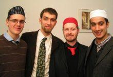 Es necesario que los musulmanes abstraigan los principios de Islam de los manifestaciones culturales para poder construir una identidad musulmana