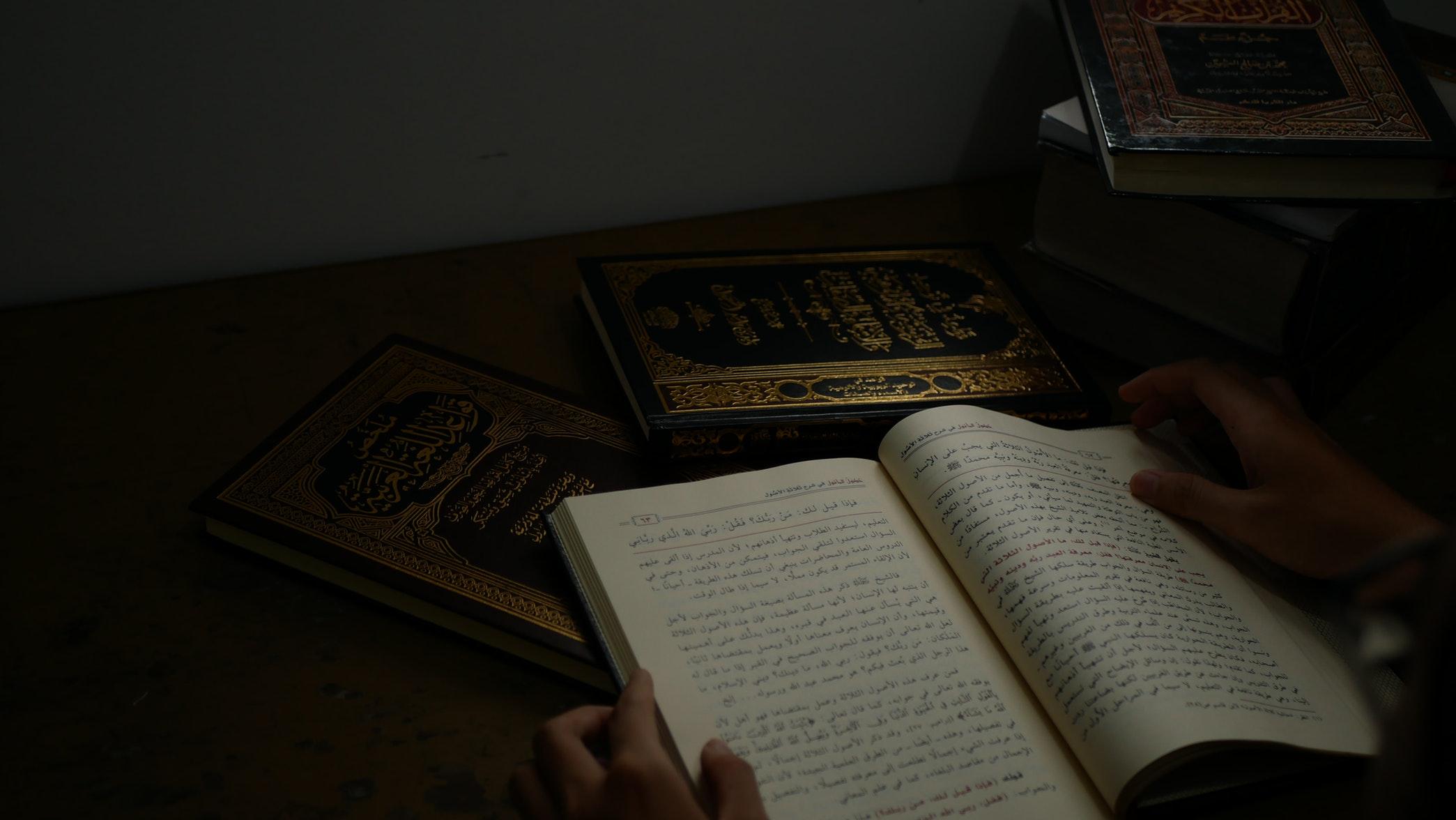 En nuestra relación con el Corán es mucho más importante que reflexionemos, comprendamos y apliquemos lo que leemos, que recitar mucho.