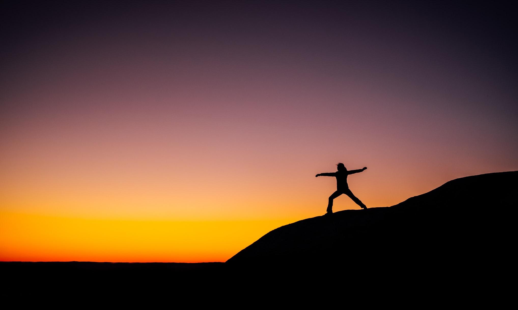 Este artículo explora algunas herramientas que nos ayudan a mantener el pensamiento positivo incluso en tiempo de dificultad.