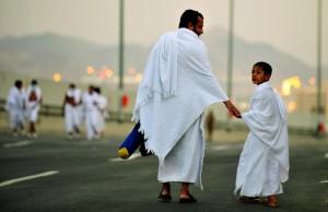 Hajj 2010-FP-World Pilgrims-man with son on road to Mina