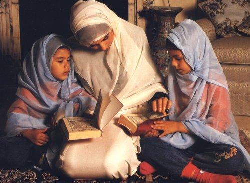 Femeia musulmană – membră a societății