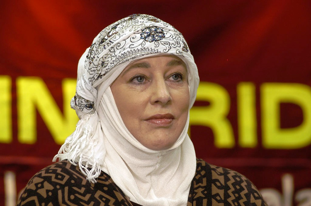 Former Taliban Captive, Yvonne Ridley, Converts to Islam