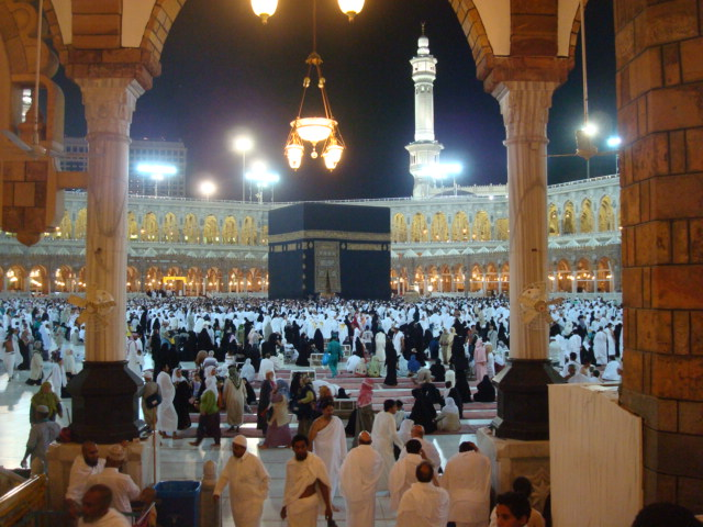 As I was stepping down the wide steps leading to the center of the courtyard where the Ka`bah is located, I could only see ceilings and lots of people but suddenly… I froze.