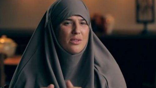 A French rapper, Melanie Georgiades, surprised her fans after appearing in a TV interview donning hijab. Click to see how she converted to Islam.