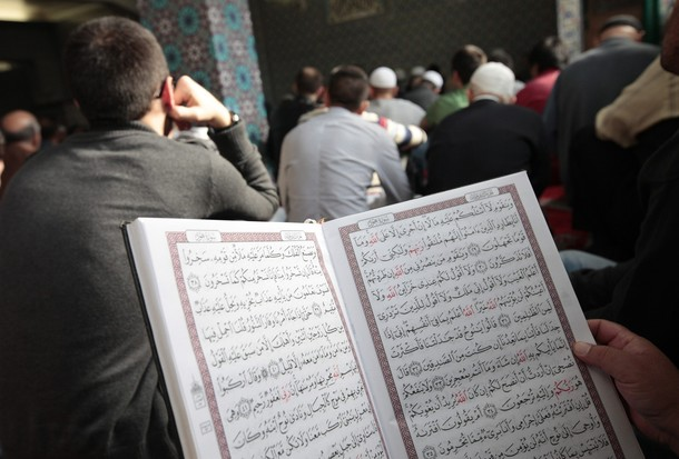 reading qur'an at mosque
