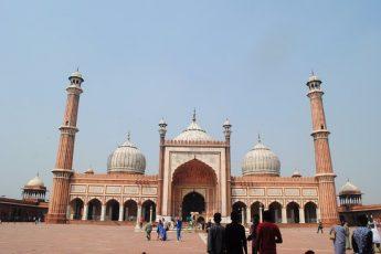 Indian Actress Converts to Islam