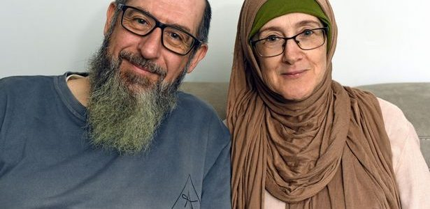 Hanan's and John's Stories of Conversion to Islam